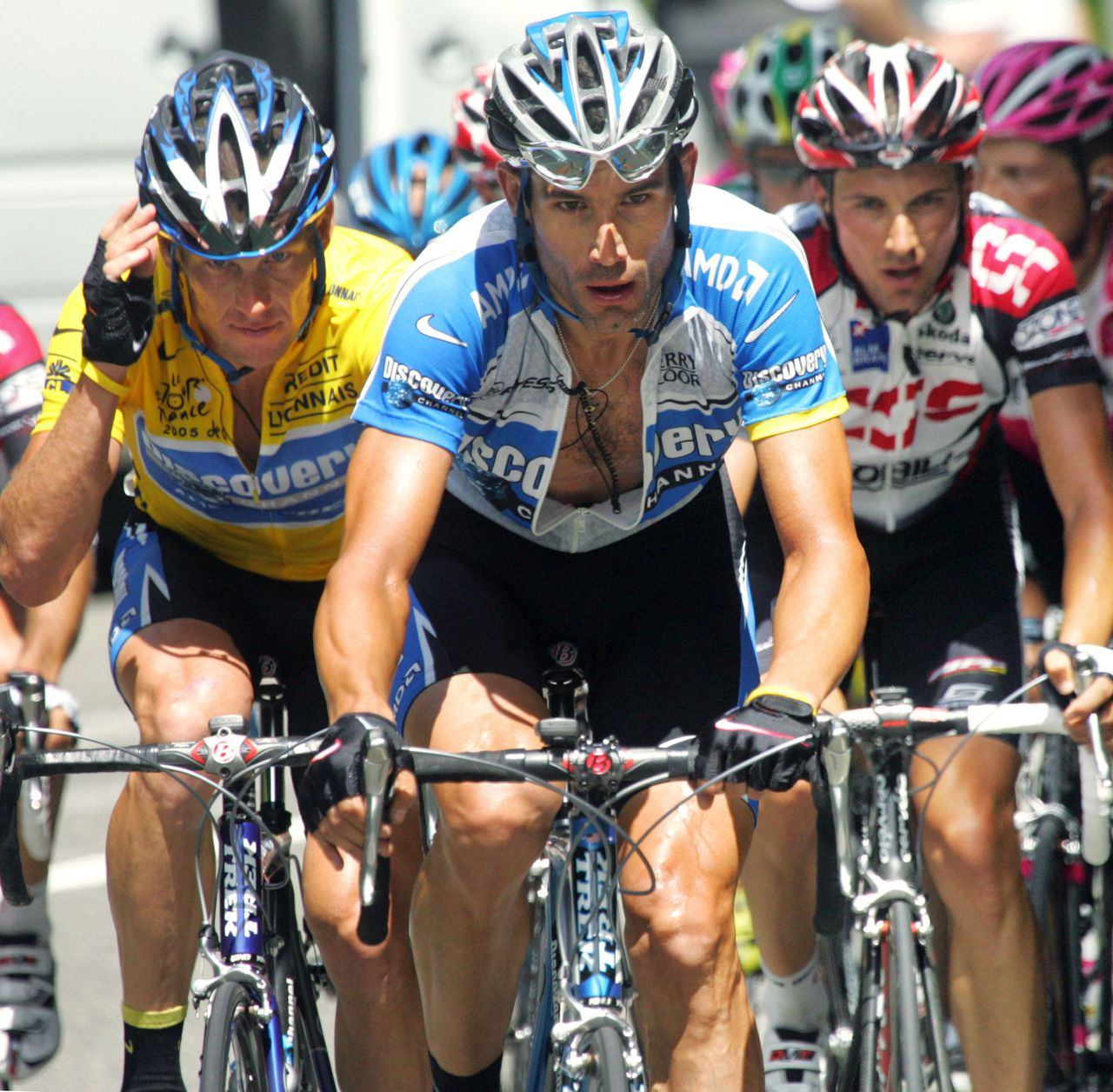 (From L) US Lance Armstrong (Discovery Channel/USA) his teammate US George Hincapie and Italian Ivan Basso (CSC/Den) ride during the 16th stage of the 92nd Tour de France cycling race between Mourenx and Pau, 19 July 2005. AFP PHOTO JOEL SAGET