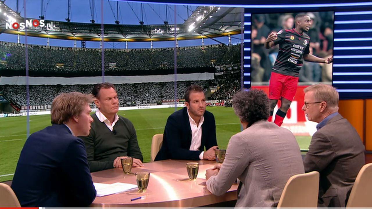 Studio Voetbal praat over racisme in voetbalstadions.