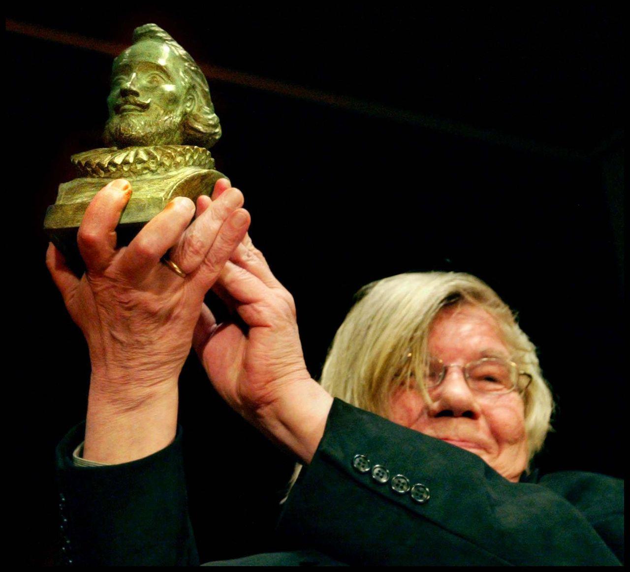 Dichter H.H. ter Balkt in 2003 met de PC Hooftprijs.