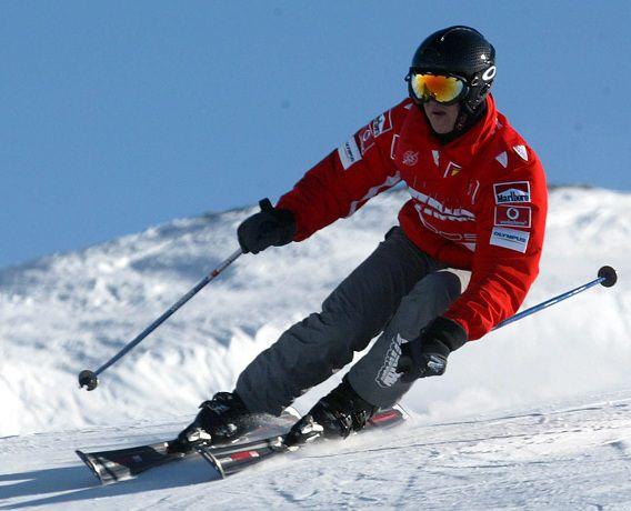 Michael Schumacher tijdens een skiwedstrijd in Italië in 2006.