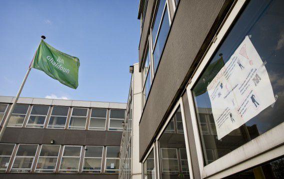 De Rotterdamse scholengemeenschap staat voor miljoenen in het rood en de kwaliteit staat ter discussie.