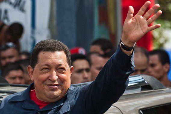 epa03425098 Venezuelan President Hugo Chavez waves to his supporters outside polling station Manuel Palacio Fajardo, in Caracas, Venezuela, 07 October 2012. About 19 million Venezuelans go to the polls today to elect a President for the period 2013-2019. EPA/BORIS VERGARA