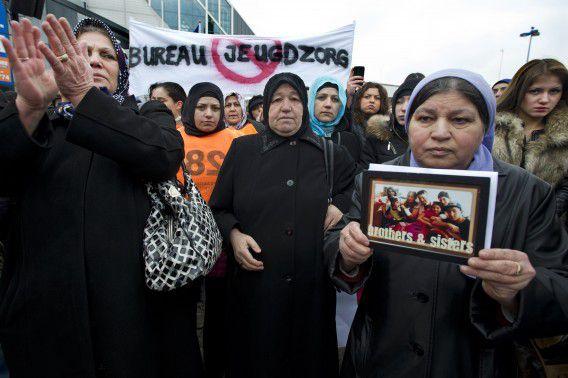 Demonstratie in Lelystad tegen de plaatsing van Turkse pleegkinderen bij Nederlandse homostellen door de jeugdzorg.