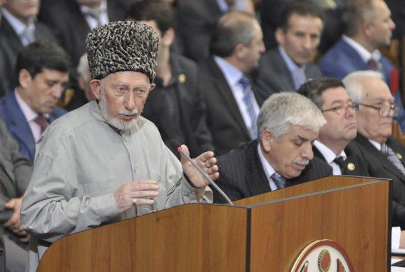 Said Atsayev (L), a leading Sufi Muslim cleric in the mostly Muslim region, addresses the audience during the Dagestan Peoples Congress in Makhachkala in this December 15, 2010 file photo. A female suicide bomber killed an Islamic spiritual leader and at least five other people on August 28, 2012, in the Dagestan region in Russia's North Caucasus, a police source said. Said Atsayev, a leading Sufi Muslim cleric in the mostly Muslim region, was killed along with five followers and the bomber at his home in the village of Chirkey, the source said. REUTERS/Sergei Rasulov/NewsTeam/Handout/Files (RUSSIA - Tags: CRIME LAW RELIGION) THIS IMAGE HAS BEEN SUPPLIED BY A THIRD PARTY. IT IS DISTRIBUTED, EXACTLY AS RECEIVED BY REUTERS, AS A SERVICE TO CLIENTS. FOR EDITORIAL USE ONLY. NOT FOR SALE FOR MARKETING OR ADVERTISING CAMPAIGNS