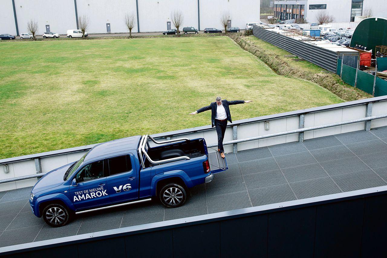 Downsizing? VW komt met een joekel van een auto. Foto gemaakt bij Hoogenboom in Rotterdam.