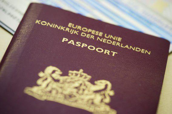 Een Nederlands paspoort.