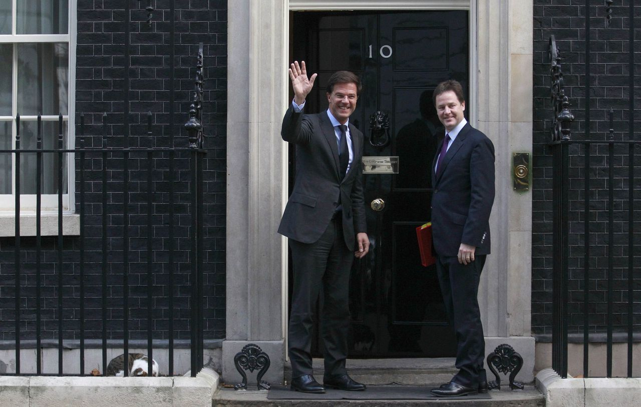 Larry the cat sleeps outside 10 Downing Street (BOTTOM L) as Britain's Deputy Prime Minister Nick Clegg (R) greets the Prime Minister of the Netherlands, Mark Rutte, in London November 15, 2011. REUTERS/Suzanne Plunkett (BRITAIN - Tags: POLITICS)
