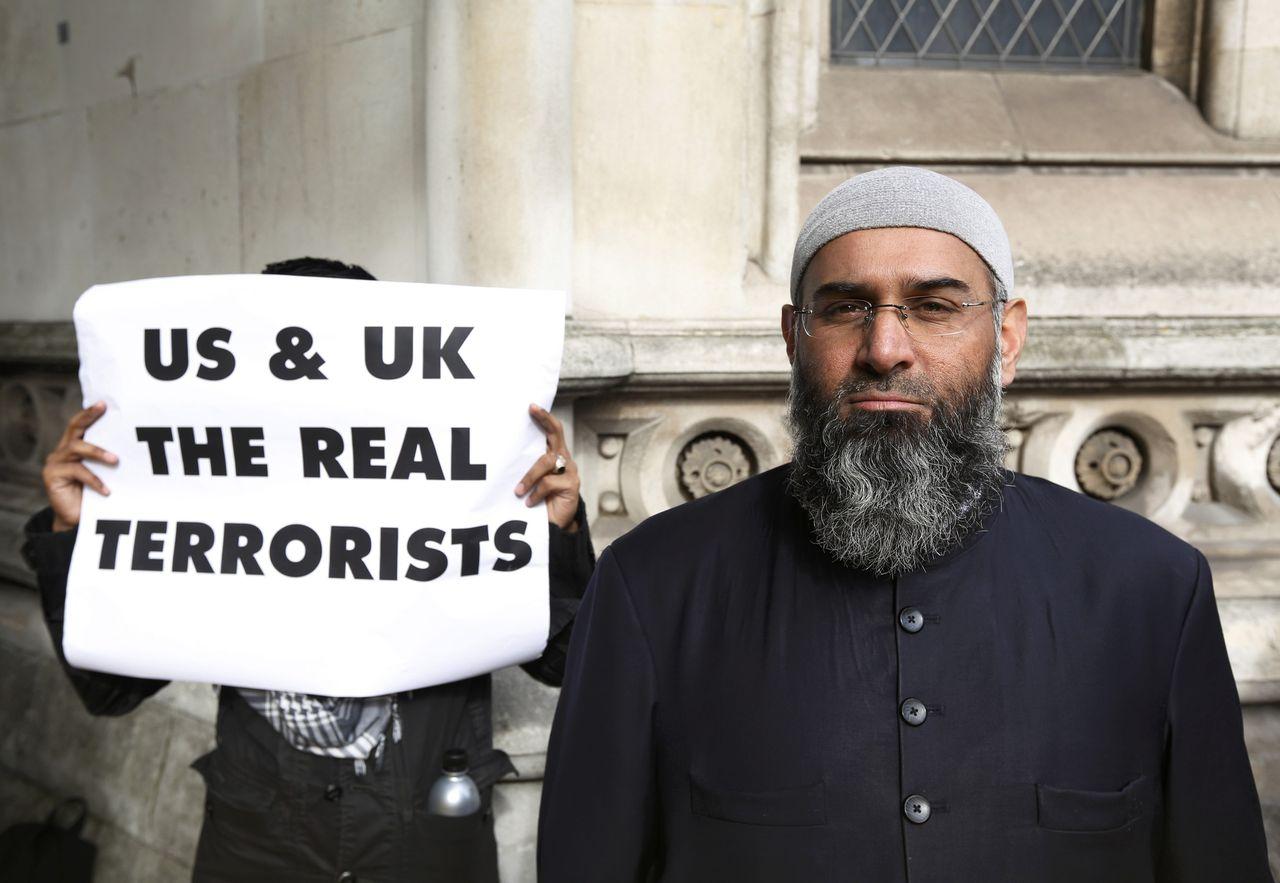 Anjem Choudary protesteerde in 2012 tegen de uitlevering aan de Verenigde Staten van moslimgeestelijke Abu Hamza al-Masri.