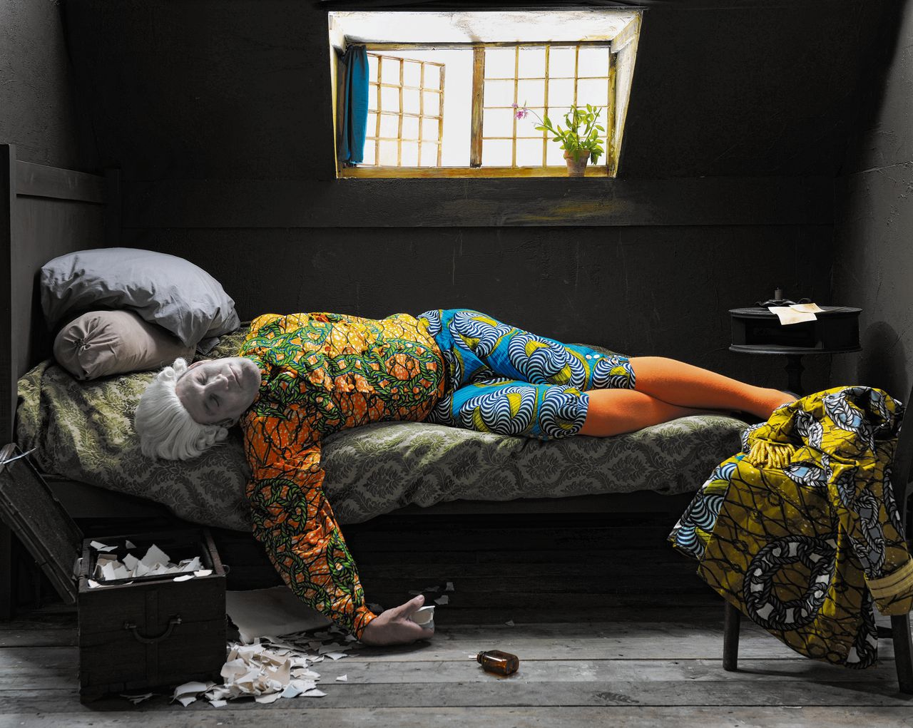 Detail uit 'Fake Death Picture' (The Death of Chatterton - Henry Wallis) van Yinka Shonibare