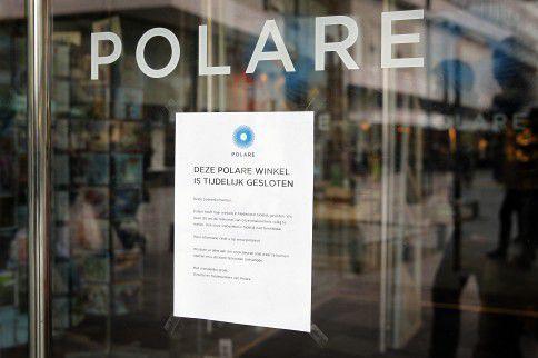 ROTTERDAM - De winkel van Polare op het Lijnbaanplein is gesloten. Boekenketen Polare is met twee nieuwe investeerders in gesprek om de winkels te heropenen. Alle 20 Nederlandse winkels van het bedrijf, voorheen Selexyz en De Slegte, sloten dinsdag ,,tijdelijk'' hun deuren als gevolg van financiële problemen. Dit is ,,met het oog op een strategische heroriëntatie''.