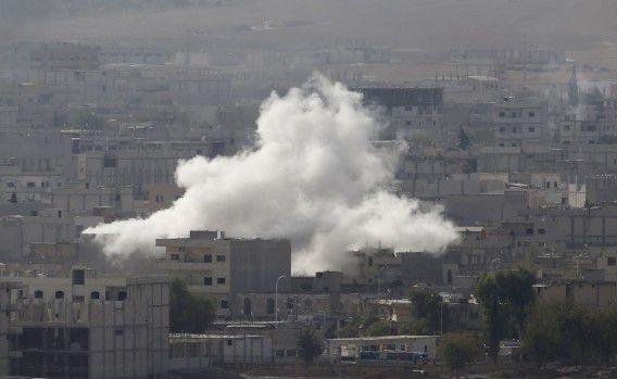 Rook boven Kobani waar gevochten wordt tussen IS en Koerden.