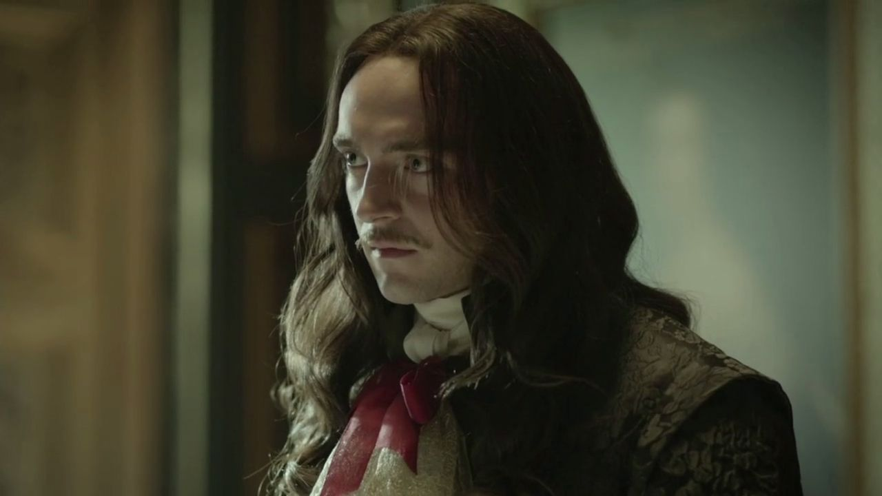 George Blagden is Lodewijk XIV in 'Versailles'.