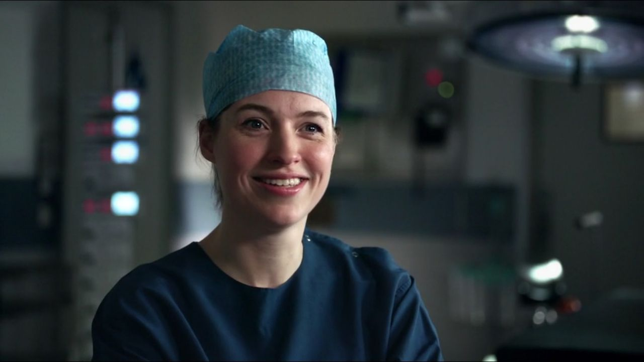 Dokter De Vries, transplantatiechirurg, in aflevering 1 van Topdokters.