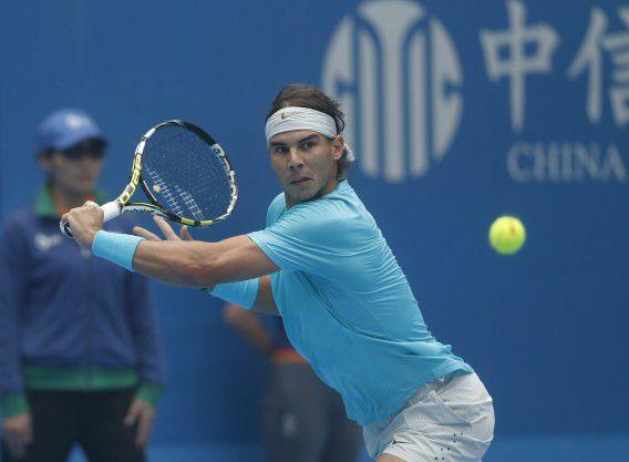 Rafael Nadal tegen Tomas Berdych in de halve finale van het ATP-toernooi in China. De zege bezorgde hem weer de koppositie bovenaan de ATP-ranglijst.