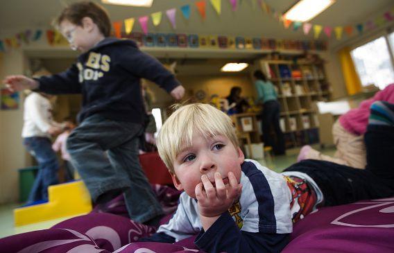 Spelende kinderen op het kinderdagverblijf De Blokkendoos in Uithoorn.