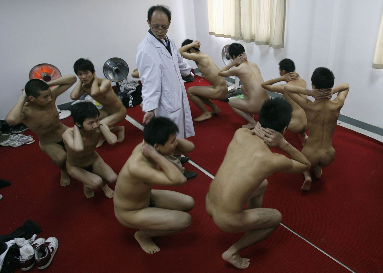 Young men attend a medical examination for enlistment in the People's Liberation Army (PLA) in Wuhan, Hubei province November 4, 2008. The PLA started its annual recruitment campaign from Saturday November 1, Xinhua News Agency reported. REUTERS/Stringer (CHINA) CHINA OUT TEMPLATE OUT