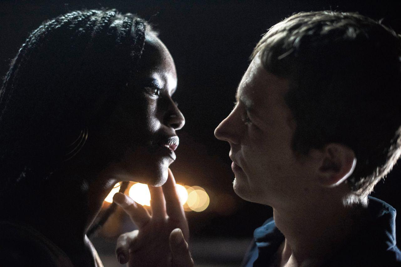 Fatou N'Diaye en Vincent Rottiers in 'Engel' (Un Ange).