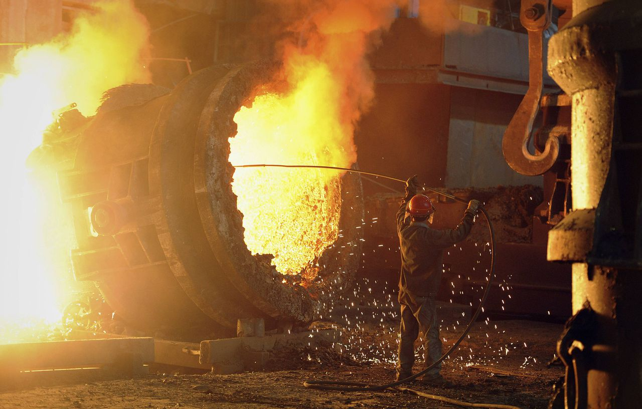 A steel worker operates a furnace at a steel manufacturing plant in Hefei, Anhui province July 12, 2011. China's imports of iron ore fell to 51.09 million tonnes in June, compared with 53.30 million tonnes in May, data from the customs agency showed on Sunday. REUTERS/Stringer (CHINA - Tags: BUSINESS IMAGES OF THE DAY ENERGY)