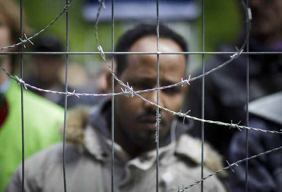 Vluchtelingen dit voorjaar bij een protest tegen de strafbaarstelling van illegaliteit.