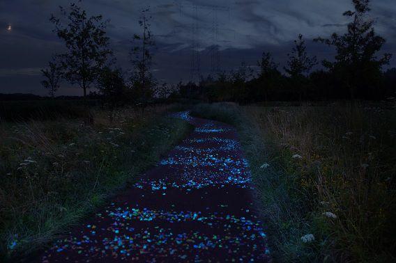 Daan Roosegaarde maakte een artist impression van hoe het fietspad in Nuenen eruit moet zien.