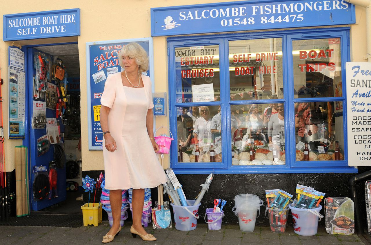 Britain's Camilla, Duchess of Cornwall visits the Devon town of Salcombe, southwest England July 11, 2011. REUTERS/Wayne Perry/POOL (BRITAIN - Tags: ROYALS ENTERTAINMENT POLITICS)