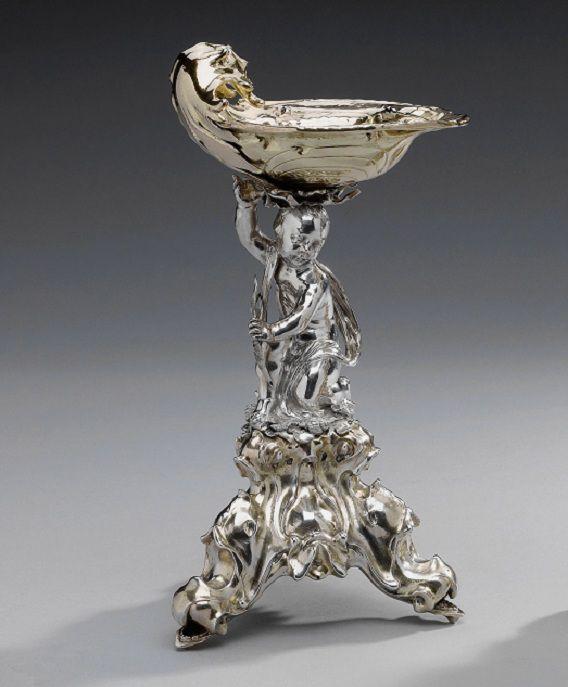 Eén van de twee zilveren zoutvaten van Johannes Lutma de Oudere uit het Amsterdam Museum uit 1643. Hoogte: 23,3 cm, gewicht 801,4 gram. Het zout zit in een schaaltje onder het klepje aan de bovenzijde.