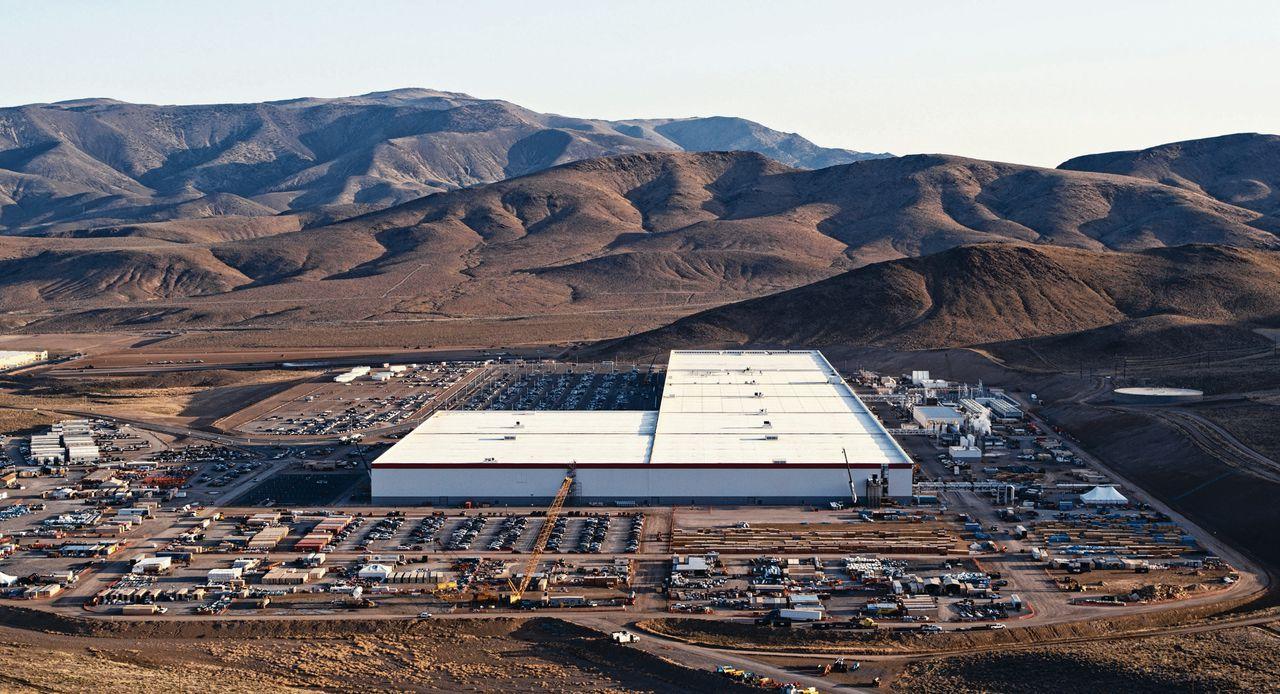 In in het 5 miljard dollar kostende complex wil Elon Musk zijn plan voor een betaalbare elektrische auto verwezenlijken.