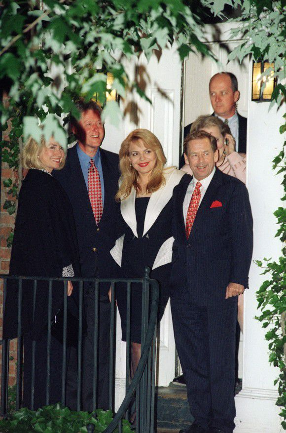 (FILES) In this photo taken on May 16, 1997 US President Bill Clinton (2nd-L) and US First Lady Hillary Rodham Clinton (L) depart with Czech President Vaclav Havel (R) and his wife Dagmar (C) at US Secretary of State Madeleine Albright's (behind Havel) home in Washington, D.C. Czech freedom icon and ex-president Vaclav Havel died at dawn in his sleep on December 18, 2011 after a lengthy illness at the age of 75, his spokeswoman Savina Tancevova confirmed. AFP PHOTO PAUL RICHARDS