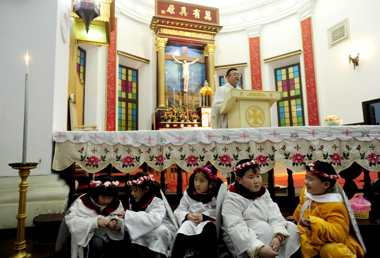 Young worshippers attend Christmas Eve mass at a Catholic church in Wuhan, central China's Hubei province on December 24, 2010. Pope Benedict XVI rapped China for its curbs on religion and freedom of conscience in his Christmas message on December 25, reflecting the tense relations between the Vatican and Beijing. CHINA OUT AFP PHOTO