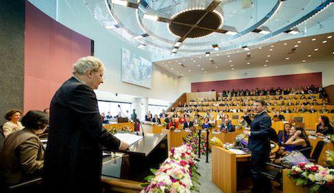 Burgemeester Eberhard van der Laan tijdens de installatie van de nieuwe Amsterdamse gemeenteraad.