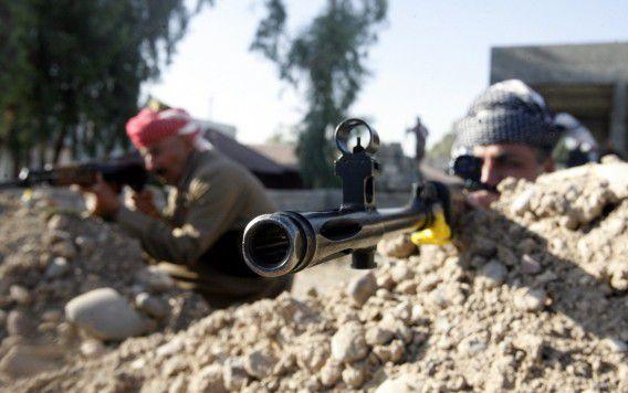 Koerdische strijders nemen stelling in.