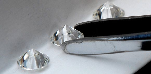 Caption: Diamonds are displayed at the certification level of the World Diamond Centre in Antwerp in this February 5, 2009, file photo. Belgian authorities are pursuing a billion-dollar diamond fraud case that is being billed as the biggest case to come to light in the country, Belgium's De Tijd newspaper reported on September 3, 2011. The case concerns a list of individuals -- including high-ranking diamond traders in Belgium's diamond centre Antwerp -- with secret accounts at a branch of a British bank in Switzerland, the paper reported. REUTERS/Yves Herman/Files (BELGIUM - Tags: BUSINESS CRIME LAW)