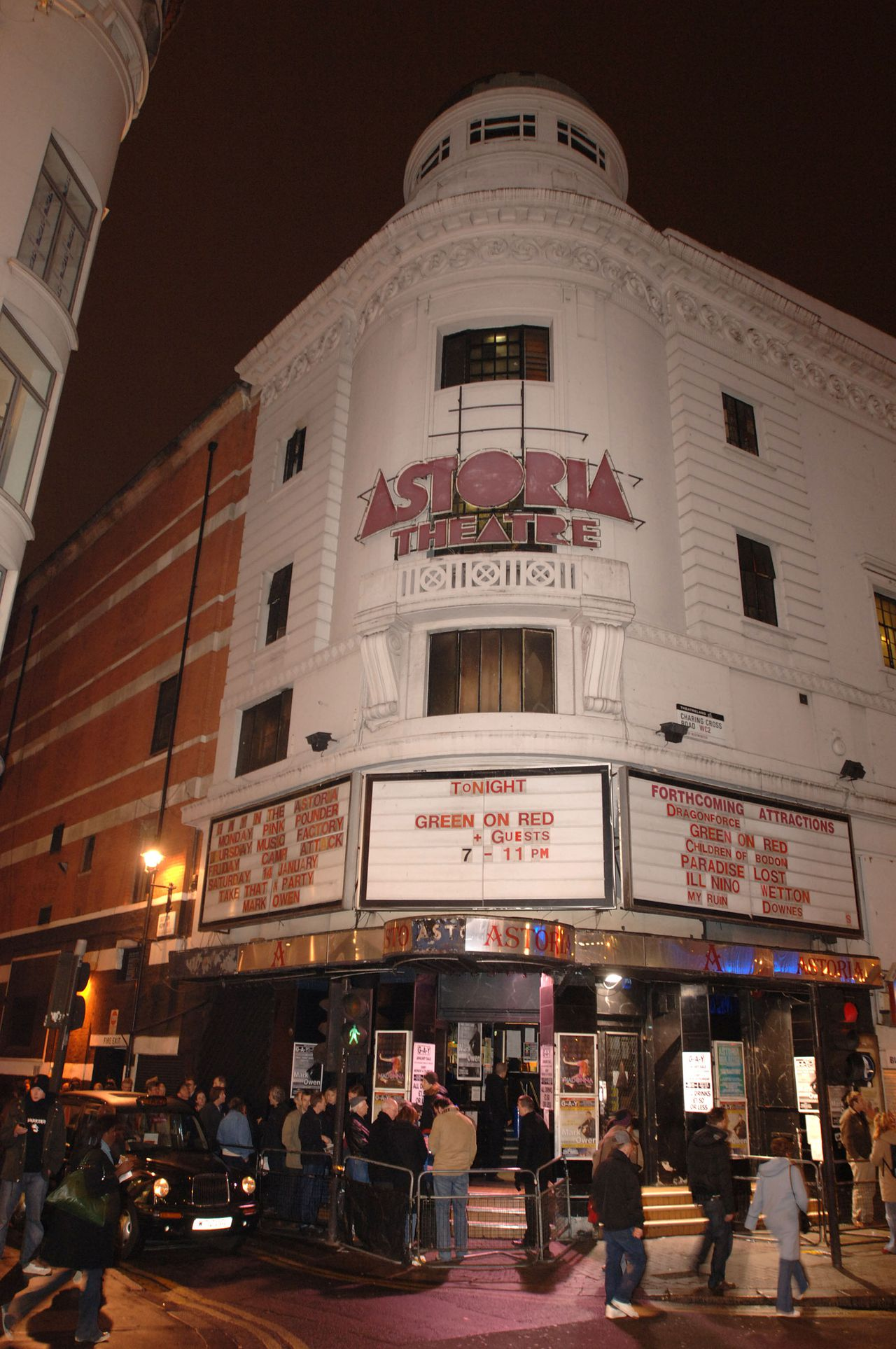 General views of The Astoria Theatre in London,where band Green on Red are playing a reunion concert tonight. Picture by Justin Williams.10/1/06. Niet in 1987 maar in 2006: Green on Red treedt op in Astoria (Foto Justin Williams)