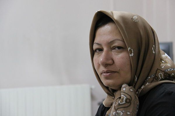REFILE - WITH ADDITIONAL INFORMATION Sakineh Mohammadi Ashtiani, sentenced to death for adultery, poses for a picture before an interview with Iran's English language news station Press TV in Tabriz, 540 km (336 miles) northwest of Tehran in this image released on December 9, 2010. A European human rights group said on Thursday Iranian woman Sakineh Mohammadi Ashtiani, who had been sentenced to death by stoning, had been freed, but there was no confirmation from Iran. REUTERS/PRESS TV (IRAN - Tags: CRIME LAW RELIGION) FOR EDITORIAL USE ONLY. NOT FOR SALE FOR MARKETING OR ADVERTISING CAMPAIGNS. THIS IMAGE HAS BEEN SUPPLIED BY A THIRD PARTY. IT IS DISTRIBUTED, EXACTLY AS RECEIVED BY REUTERS, AS A SERVICE TO CLIENTS
