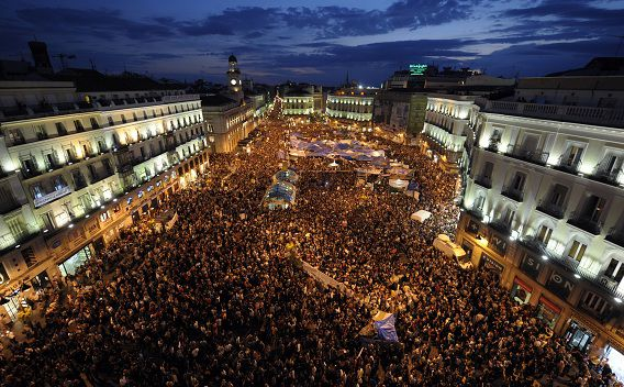 General view of the Puerta del Sol square in Madrid on May 21, 2011 during a protest against Spain's economic crisis and its sky-high jobless rate. Spanish youths furious over soaring unemployment kept up their week-long protest movement on the eve of local elections expected to deal the ruling Socialists a crushing defeat. AFP PHOTO / JAVIER SORIANO