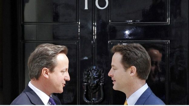 David Cameron en Nick Clegg op 10 mei 2010, toen de Britten hun eerste na-oorlogse coalitie kregen