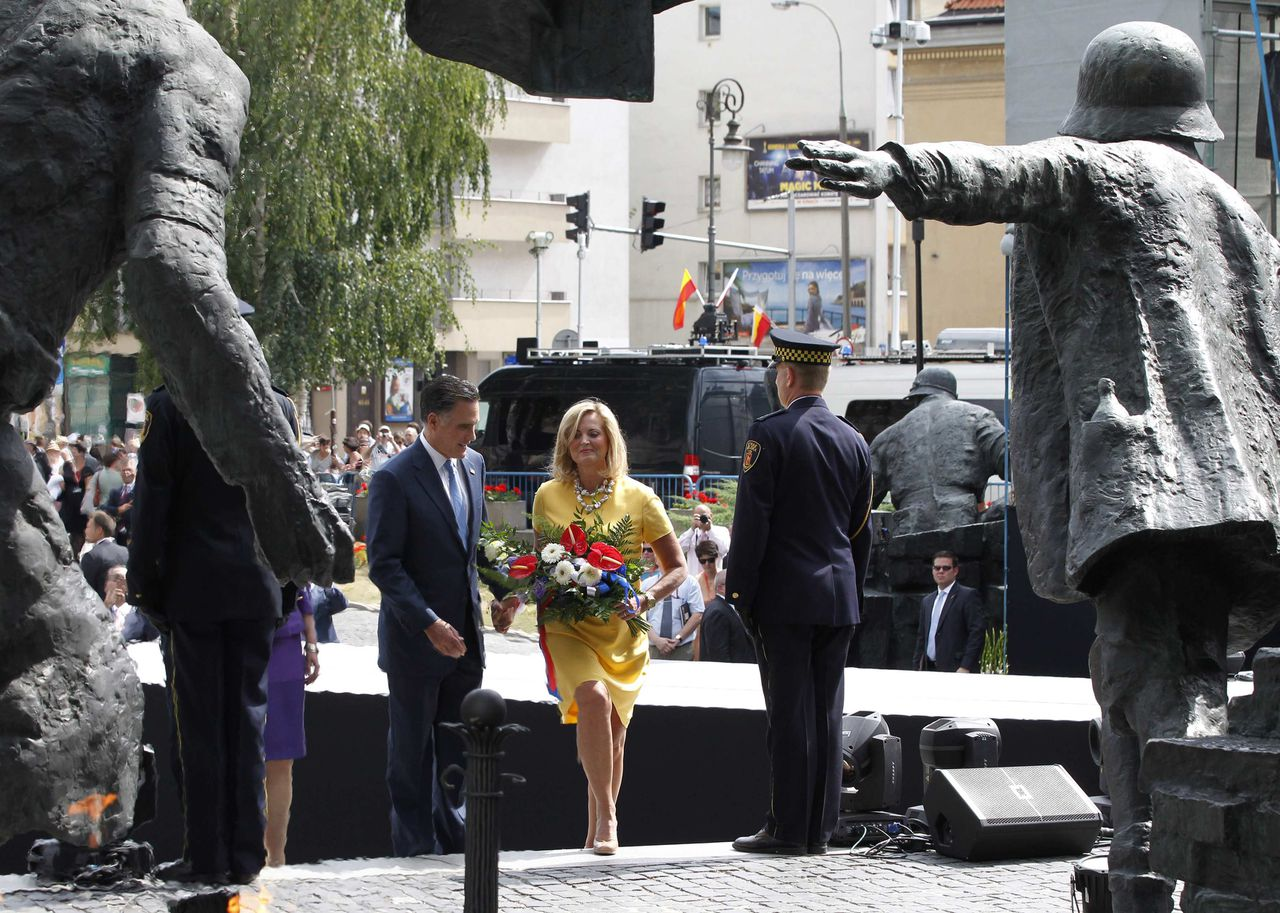 U.S. Republican Presidential candidate Mitt Romney and his wife Ann visit the Warsaw Uprising Memorial in Warsaw, July 31, 2012. REUTERS/Jason Reed (POLAND - Tags: POLITICS)