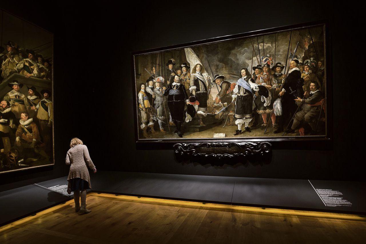 Eén van de schutterstukken en andere groepsportretten in de Hermitage: Govert Flinck, Schutters van de compagnie van kapitein Joan Huydecoper en luitenant Frans van Waveren (1648, 265×513 cm, collectie Amsterdam Museum)