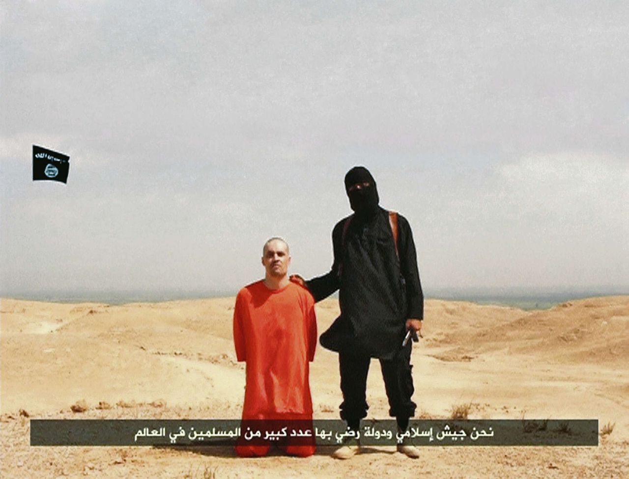 James Foley en zijn beul, fragment uit de video die gisteren via sociale media werd verspreid.