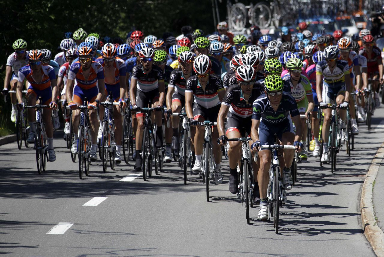 The pack of riders cycle during the ninth and final stage of the Tour de Suisse cycling race in Soerenberg June 17, 2012. REUTERS/Denis Balibouse (SWITZERLAND - Tags: SPORT CYCLING)