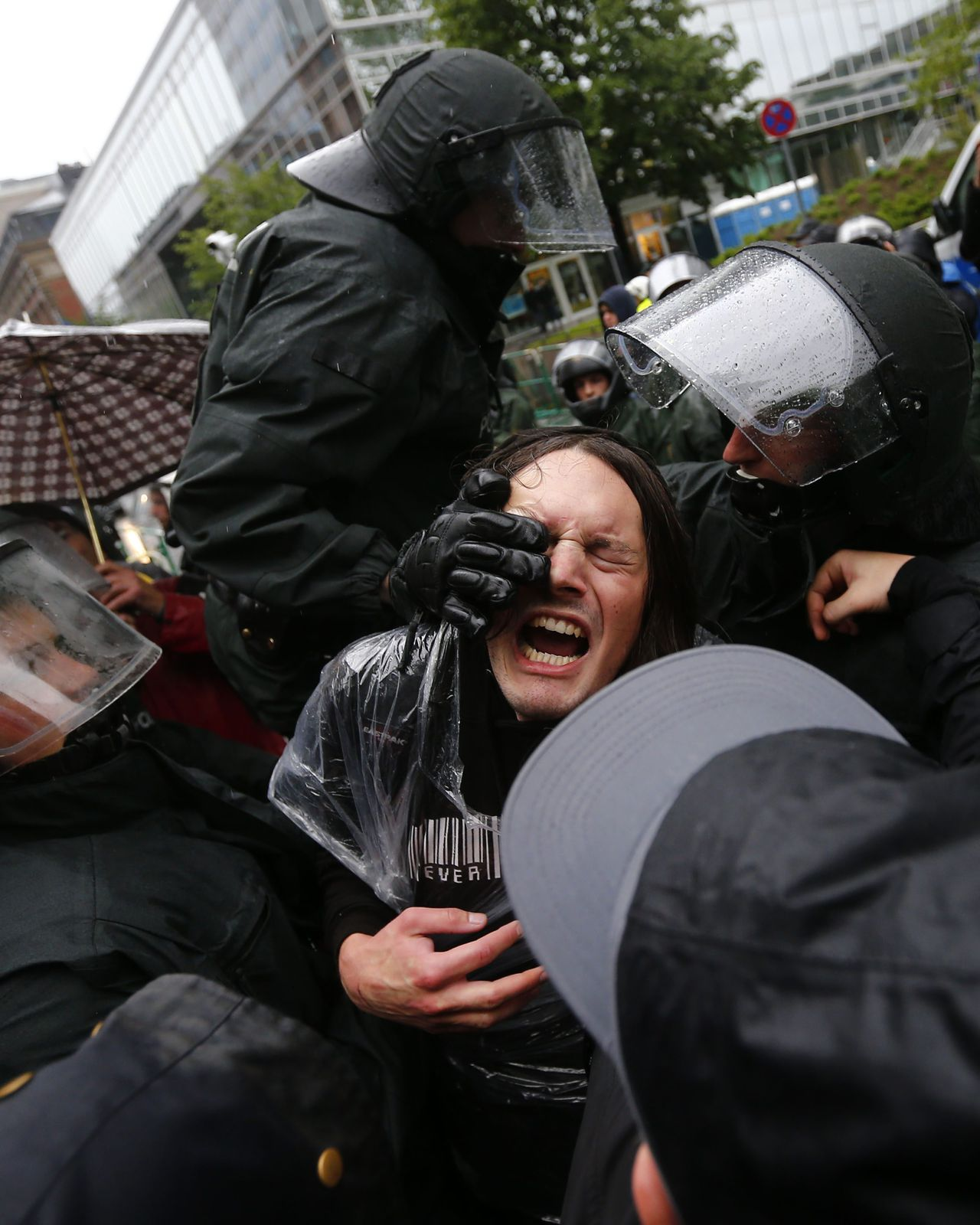 "German riot police scuffle with protestors in front of the European Central Bank (ECB) headquarters during an anti-capitalism ""Blockupy"" demonstration in Frankfurt, May 31, 2013. Several thousand people take part in demonstrations against capitalism and austerity. REUTERS/Kai Pfaffenbach (GERMANY - Tags: CIVIL UNREST BUSINESS POLITICS)"
