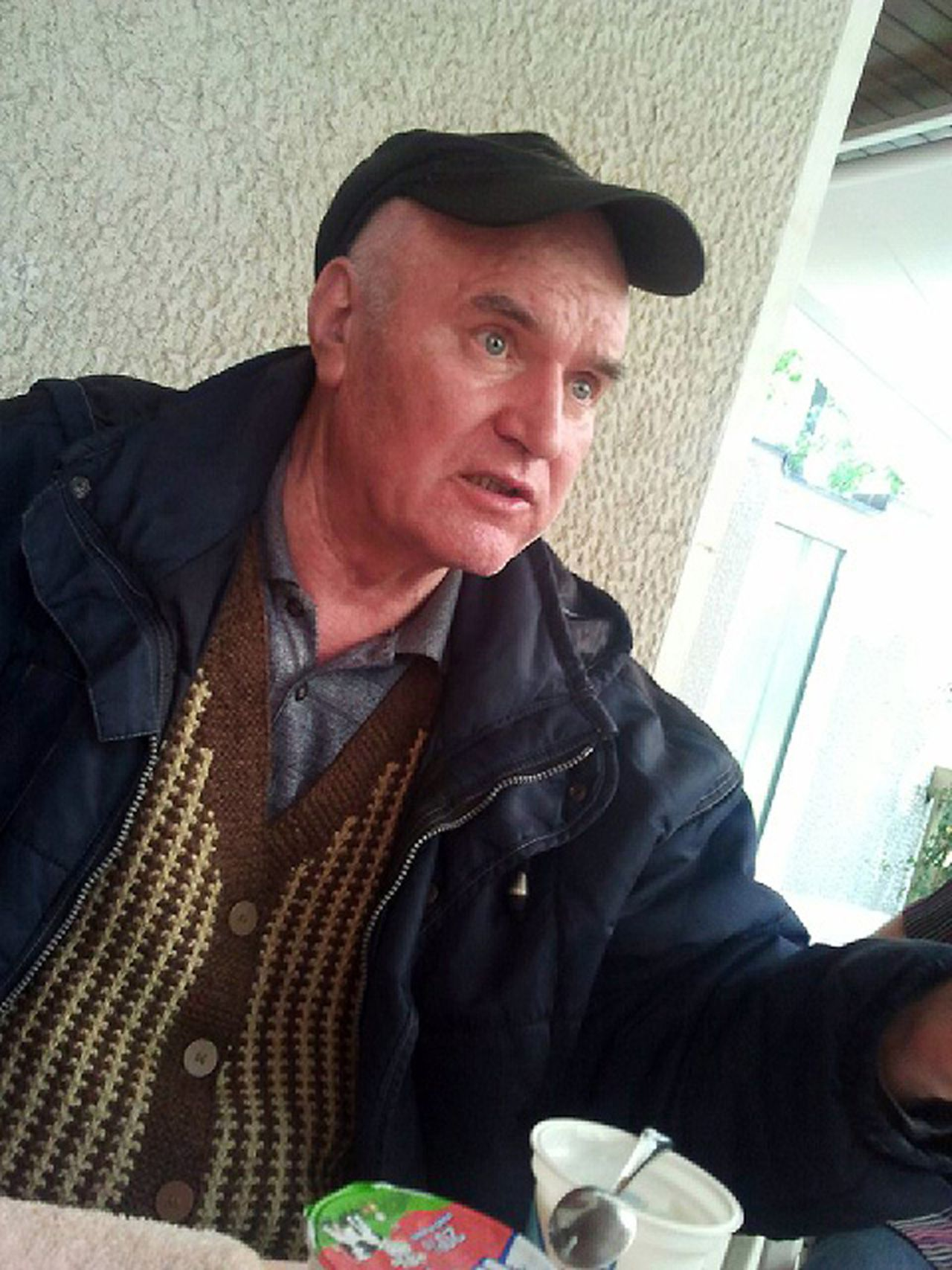Mladic na arrestatie. Foto Reuters Bosnian Serb wartime general Ratko Mladic is seen in this handout photo taken in Belgrade May 26, 2011, and released to Reuters on May 28, 2011. Mladic is fit enough to face genocide charges in The Hague, a Belgrade court ruled on Friday after the Bosnian Serb wartime general's son said he appeared too frail after more than 15 years on the run. The court said Mladic, arrested on Thursday in a Serbian village, had until Monday to appeal against extradition to the international criminal tribunal in The Hague to be tried for a massacre in Srebrenica and the siege of Sarajevo during Bosnia's 1992-95 war. REUTERS/Press/Handout (SERBIA - Tags: CIVIL UNREST CRIME LAW POLITICS IMAGES OF THE DAY) FOR EDITORIAL USE ONLY. NOT FOR SALE FOR MARKETING OR ADVERTISING CAMPAIGNS. THIS IMAGE HAS BEEN SUPPLIED BY A THIRD PARTY. IT IS DISTRIBUTED, EXACTLY AS RECEIVED BY REUTERS, AS A SERVICE TO CLIENTS