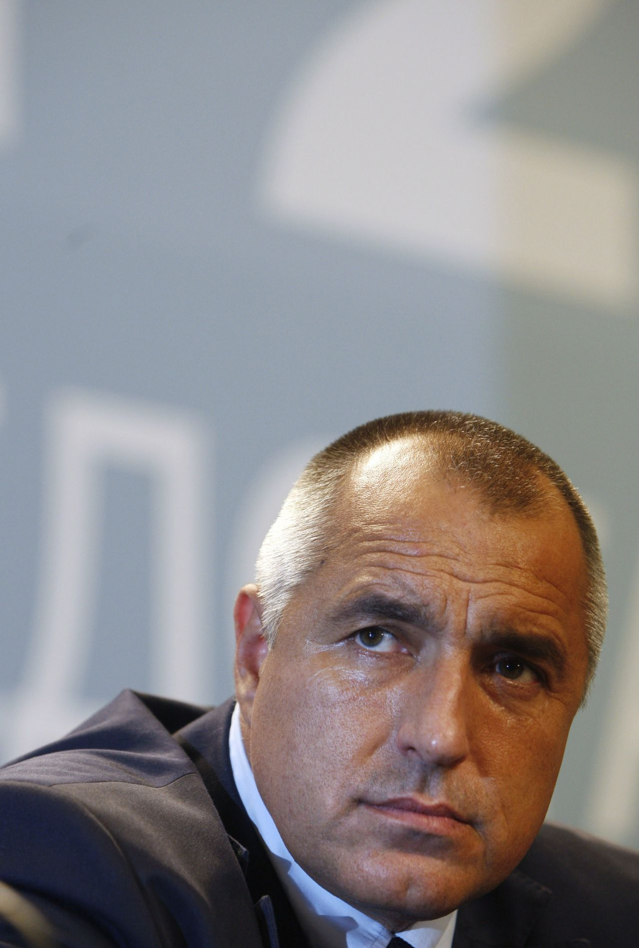 Boris Borisov (Foto Reuters) Bulgarian GERB party leader and Sofia's mayor Boiko Borisov attends a news conference in Sofia July 5, 2009. Exit polls showed Bulgaria's opposition party GERB defeating the ruling Socialists in Sunday's parliamentary election, raising hopes EU-mandated judiciary reforms will be restarted.Led by former bodyguard and now Sofia mayor Borisov, GERB received 115-117 seats in the 240-strong chamber compared with 39-42 seats for the ruling Socialists, exit polls by Sova Harris and Alpha Research showed. REUTERS/Oleg Popov (BULGARIA POLITICS ELECTIONS HEADSHOT)