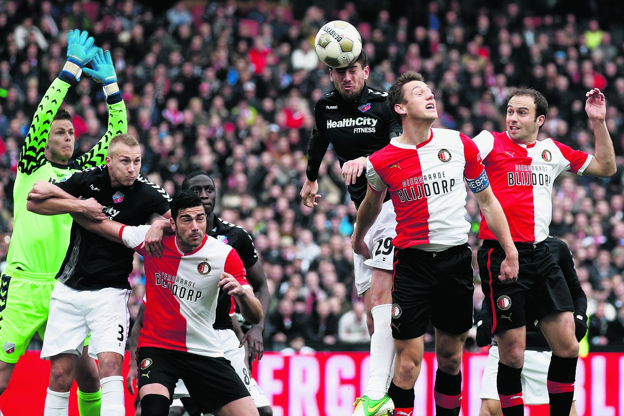 Onderwerp/Subject: Feyenoord - FC Utrecht - Eredivisie Reklame: Club/Team/Country: Seizoen/Season: 2012/2013 FOTO/PHOTO: Stefan DE VRIJ (FRONT) of Feyenoord in duel with Jan WUYTENS (BEHIND) of FC Utrecht. (Photo by PICS UNITED) Trefwoorden/Keywords: #04 $38 ±1355238584365 Photo- & Copyrights © PICS UNITED P.O. Box 7164 - 5605 BE EINDHOVEN (THE NETHERLANDS) Phone +31 (0)40 296 28 00 Fax +31 (0) 40 248 47 43 http://www.pics-united.com e-mail : sales@pics-united.com (If you would like to raise any issues regarding any aspects of products / service of PICS UNITED) or e-mail : sales@pics-united.com ATTENTIE: Publicatie ook bij aanbieding door derden is slechts toegestaan na verkregen toestemming van Pics United. VOLLEDIGE NAAMSVERMELDING IS VERPLICHT! (© PICS UNITED/Naam Fotograaf, zie veld 4 van de bestandsinfo 'credits') ATTENTION: © Pics United. Reproduction/publication of this photo by any parties is only permitted after authorisation is sought and obtained from PICS UNITED- THE NETHERLANDS