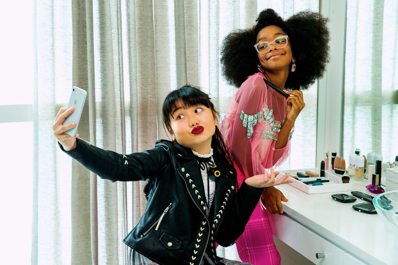 Raina (Thalia Tran, links) en little Jordan Sanders (Marsai Martin) in Little.