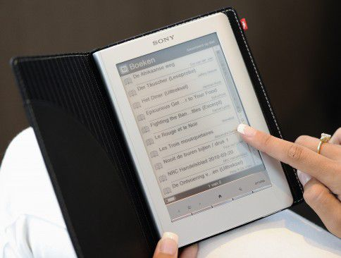 BADHOEVEDORP - Een e-reader. ANP XTRA LEX VAN LIESHOUT