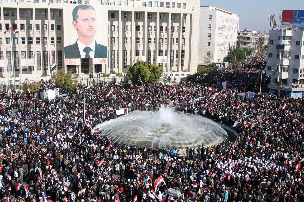 Een betoging vóór het Syrische regime en tegen de sancties die door de Arabische Liga zijn opgelegd, vandaag in de hoofdstad Damascus.