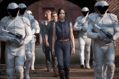 Hoofdrolspelers Jennifer Lawrence en Josh Hutcherson in The Hunger Games: Catching Fire.