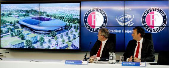 Algemeeen directeur van Feyenoord Eric Gudde (L) en Jan van Merwijk, directeur van Stadion Feijenoord hielden in april een persconferentie over de nieuwe Kuip.