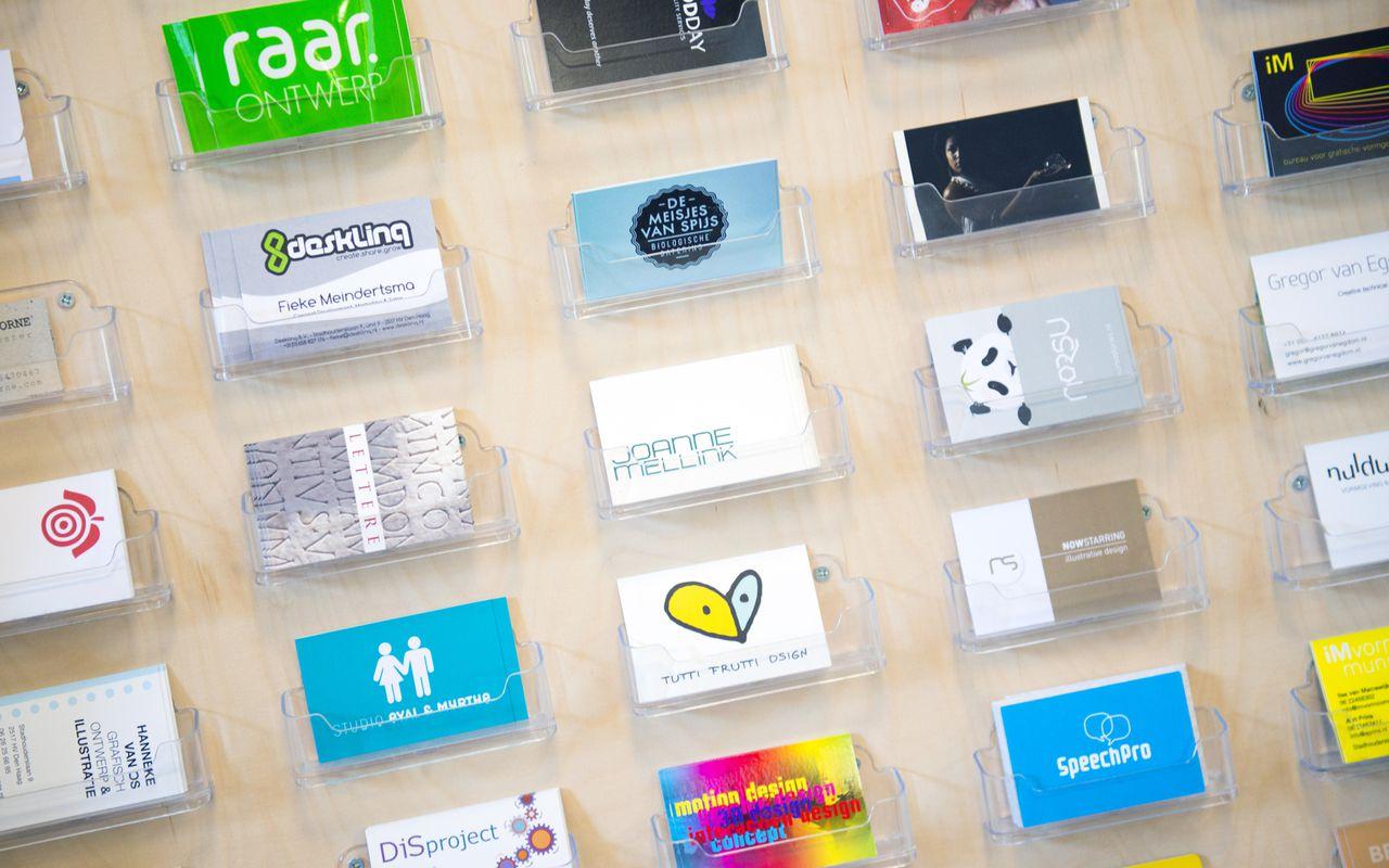 DEN HAAG ILLUSTRATIE - Visitekaartjes bij een bedrijfsverzamelpand voor eenmansbedrijven. ANP XTRA ROOS KOOLE